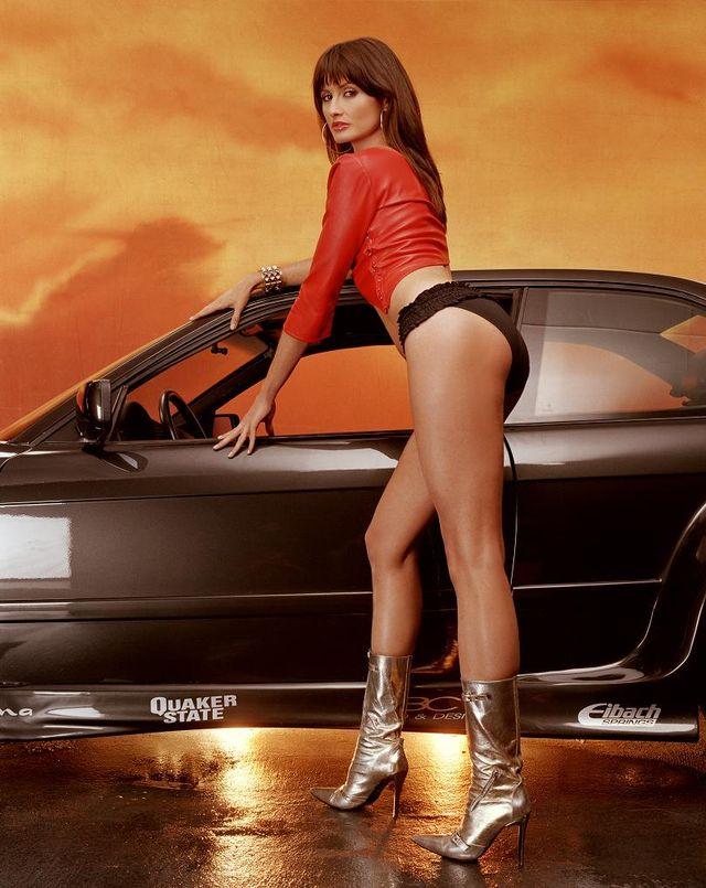 Фотосессия девочек на фоне машин из фильма Форсаж-2 (2 Fast 2 Furious). .